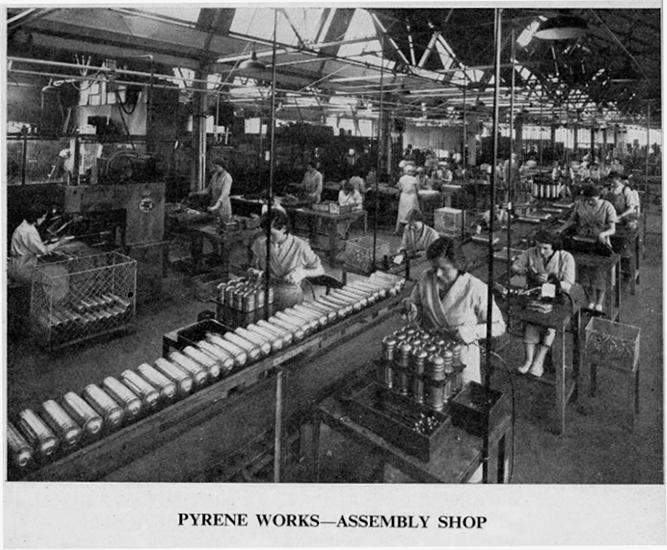 Сборочная линия завода Pyrene, 1948 год